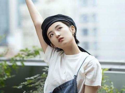 张子枫短发不好做造型,戴帽子出镜,却发现他酷girl气质
