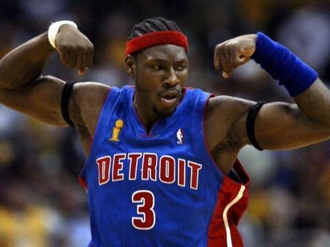 NBA球星肌肉很强壮?但和橄榄球运动员相比,他们都是弟弟