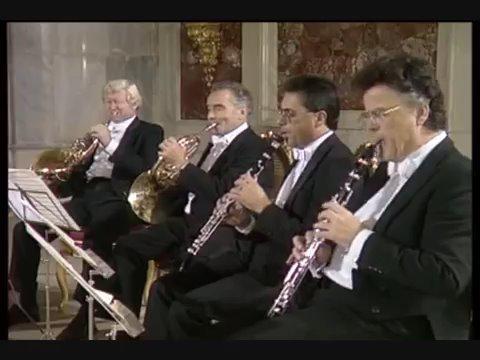 贝多芬 降E大调管乐八重奏 op.103 (1) 贝多芬的《降E大调管乐八重奏》