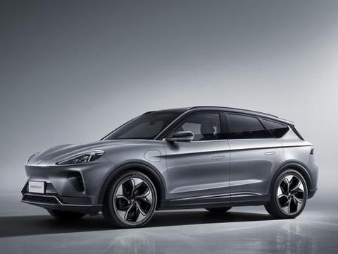 北汽新能源再亮王牌!全新纯电动SUV正式上市,1米长中控屏,如何