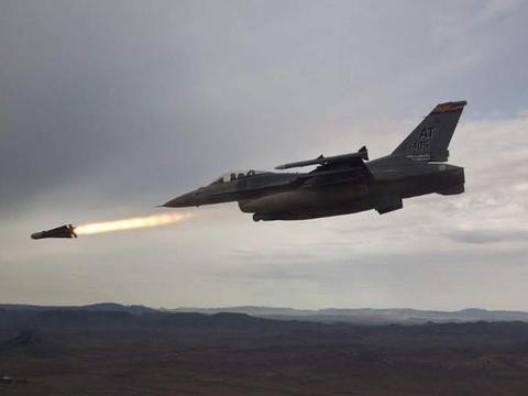美军出动无人机,猛烈空袭土耳其边境,多名极端组织头目死亡