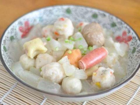 家常美食:鱼丸冬瓜球,凉拌拍青瓜,爆炒花蛤