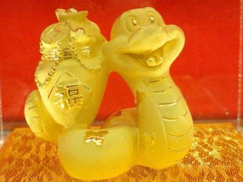 """惹不起的生肖蛇:10月28是你最大的""""转运日"""",后半生变""""金""""蛇"""