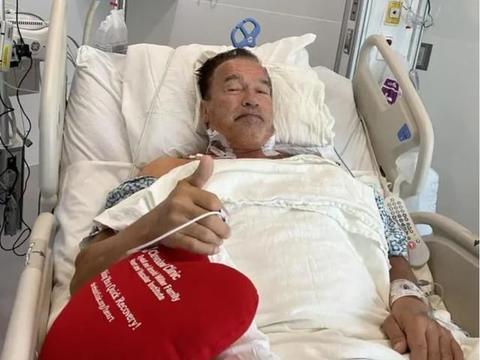 73岁施瓦辛格再做心脏手术,面容憔悴却不服老,网友:爷青结