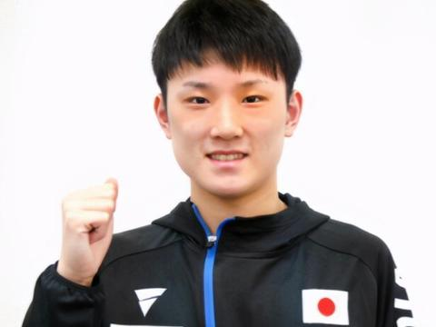 张本出发参加男单世界杯,休赛期向世界拳王请教,强化反手、脚步
