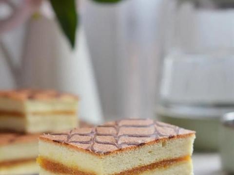 超高颜值的网红凤梨蛋糕,不会裱花也能做出好看又好吃的蛋糕了!