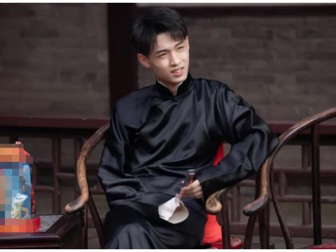 德云斗笑社,秦霄贤拜师不到一年,成功逆袭宠徒,只是因为他红?