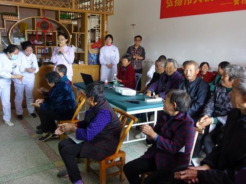 黄石龙港镇:送医送药送健康,43名医护人员义诊下乡暖民心