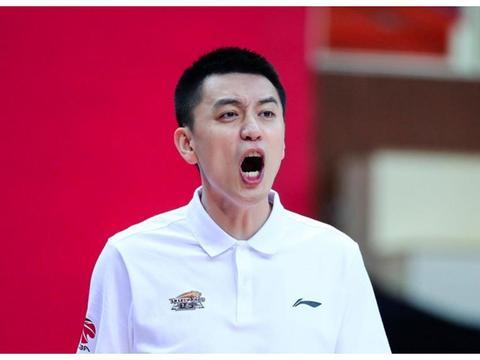 CBA裁判奇葩判罚惹争议!自相矛盾,杨鸣和李楠都急了