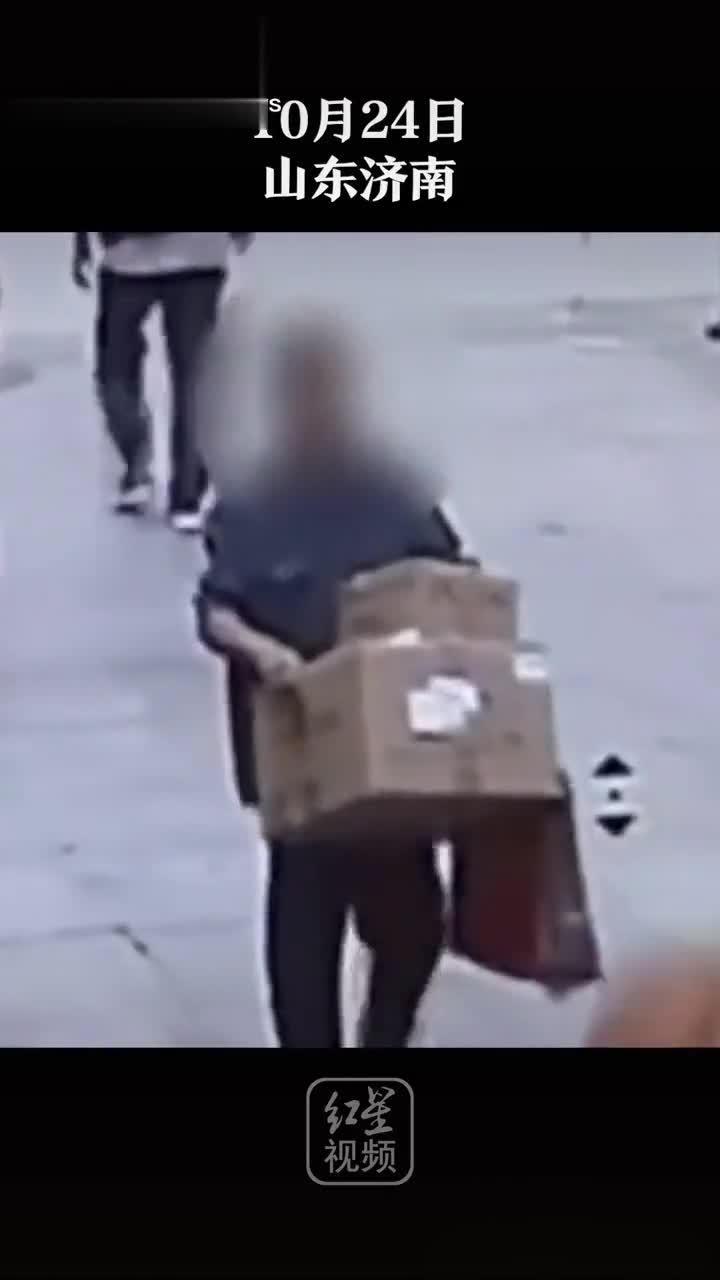 神操作!济南一男子偷口罩后扔掉口罩卖包装箱……