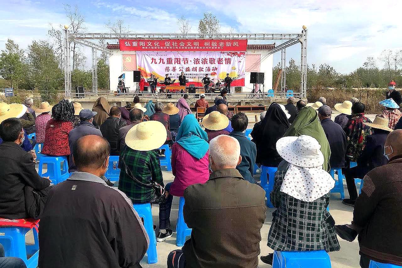 武汉新洲区李集任河村,爱心企业家捐赠10万元,慰问老人