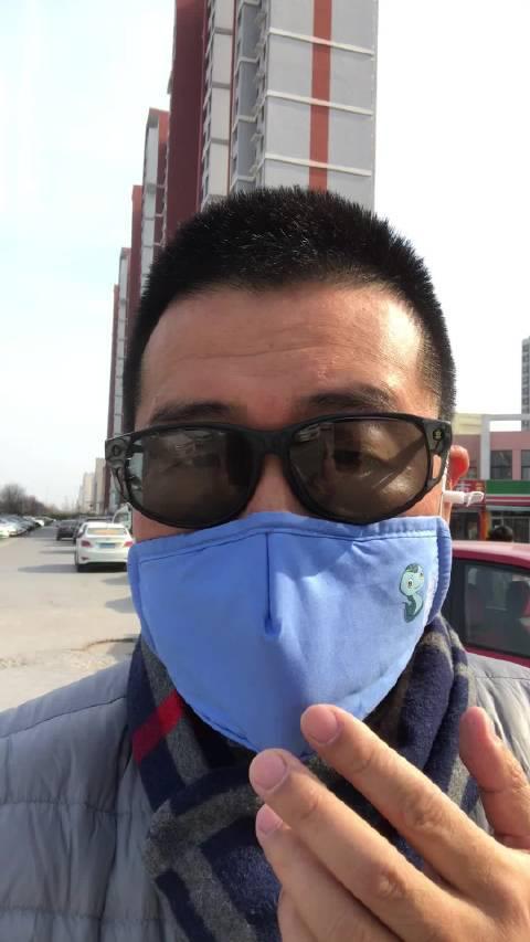天冷了,防护口罩该戴起来了,可以用水洗……