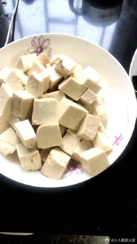 这样做的鸡蛋炒豆腐,你们觉得会好吃吗