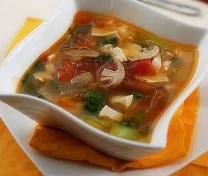 美味家常菜:拌菠菜,水煮鱼,番茄芹菜汤