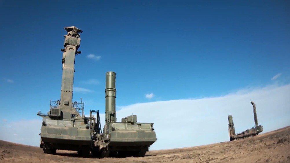 俄罗斯在卡普斯汀亚尔靶场,组织 С-300В4, «山毛榉-М3»……