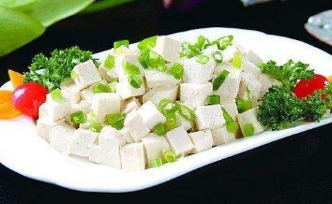 家常小菜:腐盒,海鲜菇鸡蛋炒荷兰豆,小葱拌豆腐