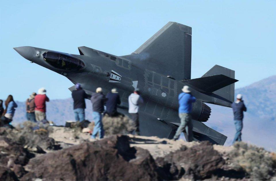 美战机冲进民宅,中校和少尉2名女飞行员身亡!