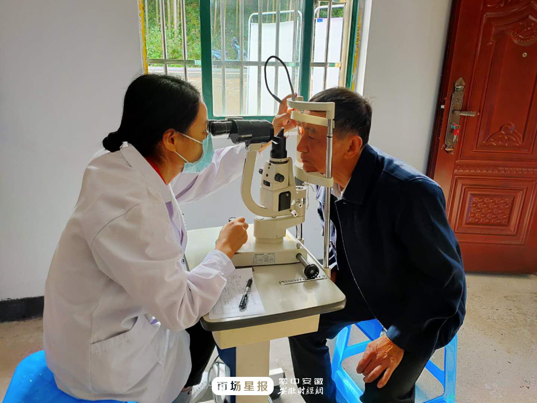 泾县月亮湾村:为20名白内障贫困户患者免费治疗