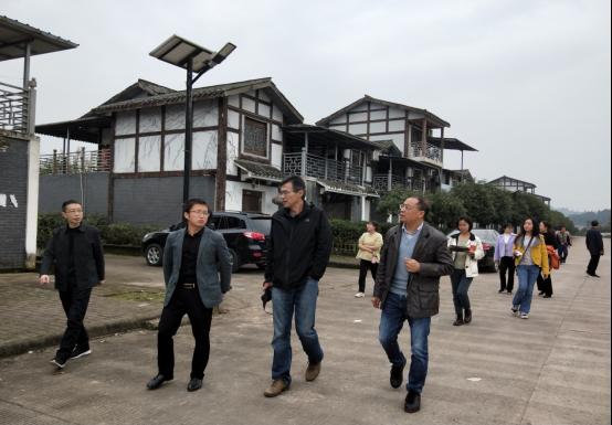 北京林业大学园林学院副院长刘志成一行调研安岳县森林乡村建设工作