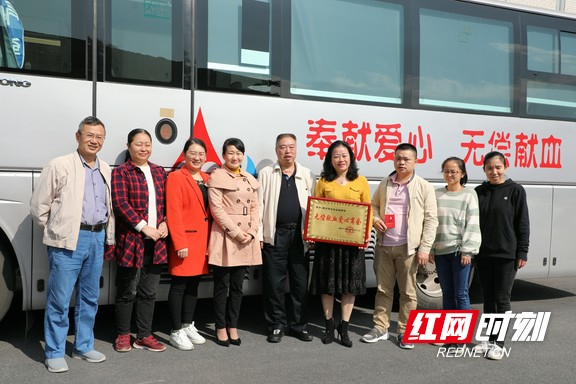 展巾帼风采:郴州女企业家商会组织无偿献血活动