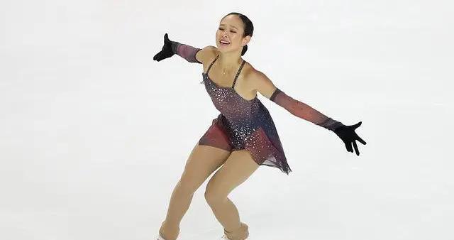 花滑女单入籍选手林姗首次代表中国出战表现出色