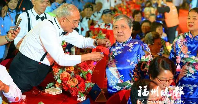 重阳节之夜 闽宁百余对夫妇共庆金婚