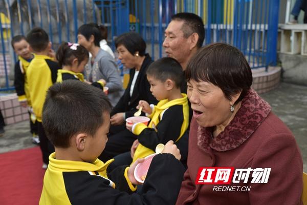"""老幼同乐 衡阳市青少年宫举行""""情暖重阳,感恩常在"""" 活动"""