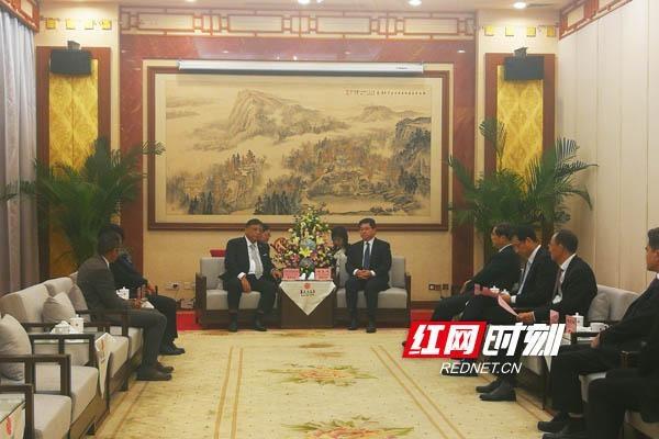 隋忠诚会见马达加斯加驻华大使