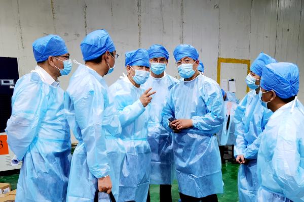 深圳市市场监管局党组成员、副局长黄生文率队在冻品集中监管仓迎接国务院督查组督查
