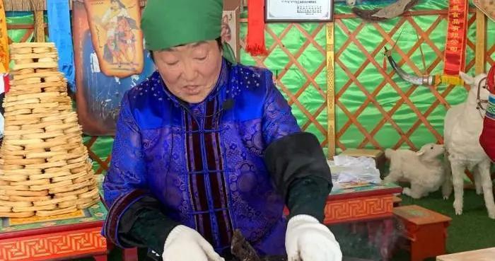 「文化扶贫在行动:内蒙古篇」科尔沁草原传奇老太:63岁网络带货、身家千万想让大家一起花