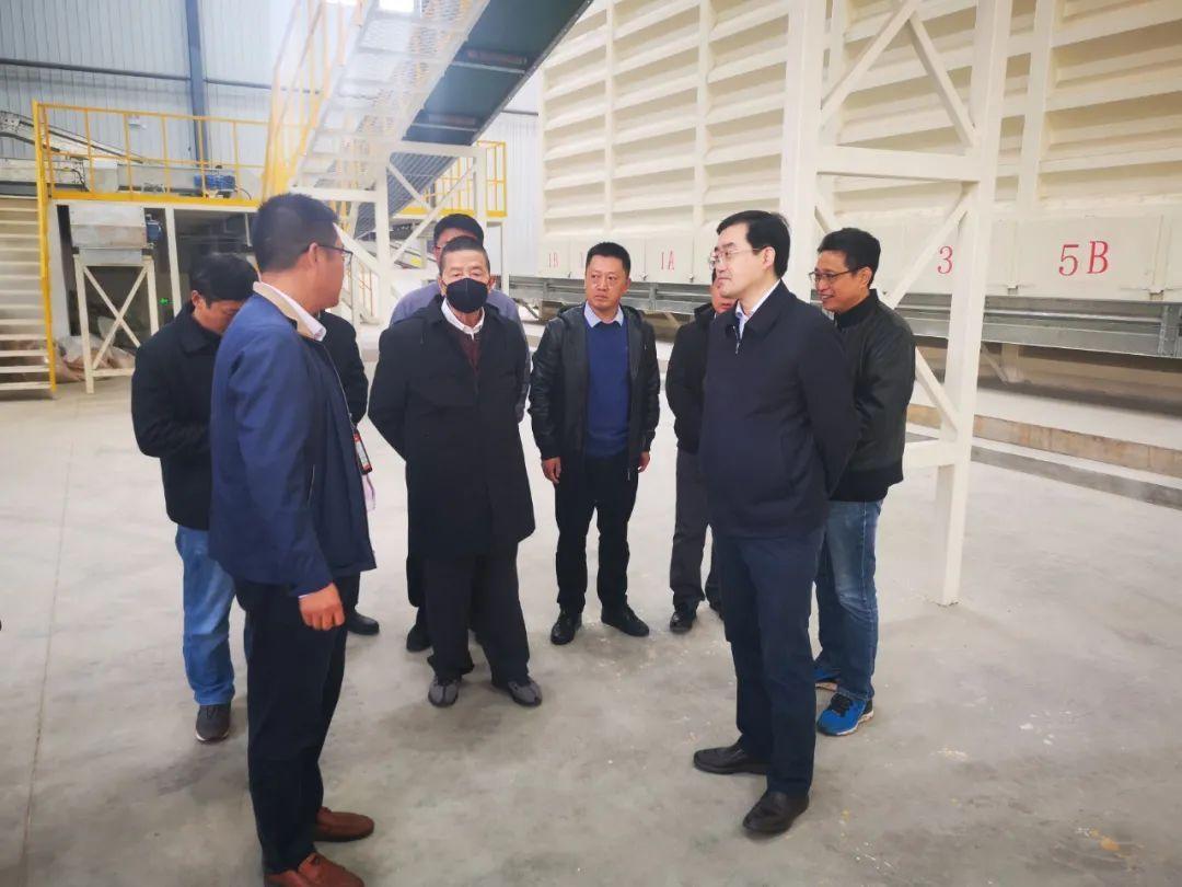 中国工程院院士荣廷昭一行到西昌现代玉米种业园区开展调研 州委常委、组织部长刘晓博陪同调研