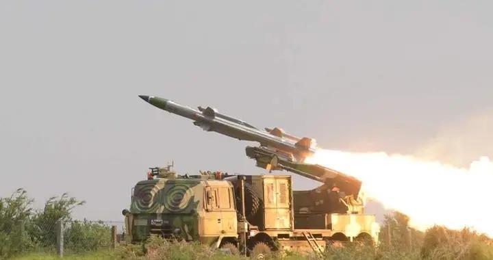 印军举行新武器开光法会,希望战无不胜,还要用金色字母赞美胜利