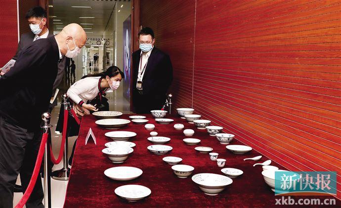 """中国航海博物馆获赠 百件""""泰兴号""""沉船珍贵瓷器"""