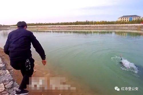 宁夏一女子跳湖轻生,危急时刻,民警奋不顾身下水救人!