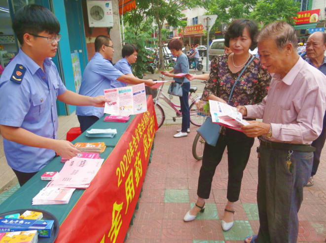 龙海市市场监管局开展2020年安全用药月宣传活动