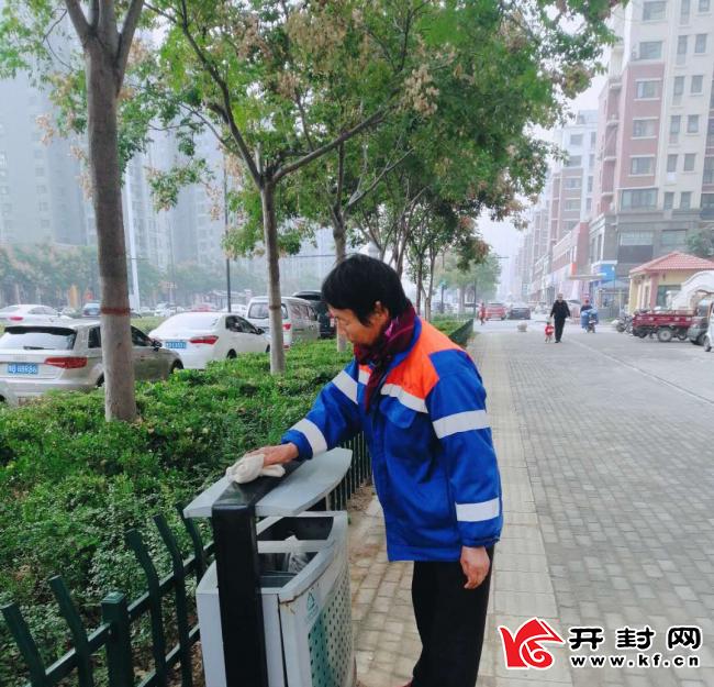 市城乡一体化示范区城管局加大菊花文化节期间卫生保洁力度