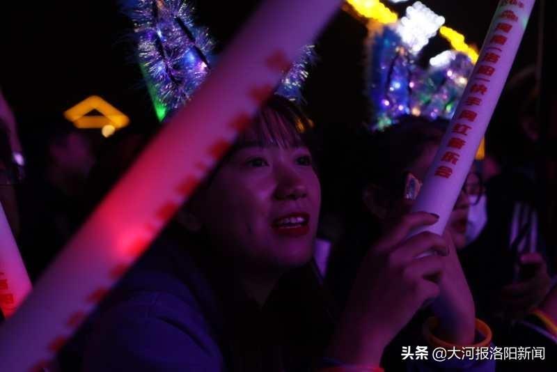 """吸引1217万用户在线""""围观""""——""""豫见快手 嗨在洛阳""""快手网红文旅大会闭幕演出火了"""