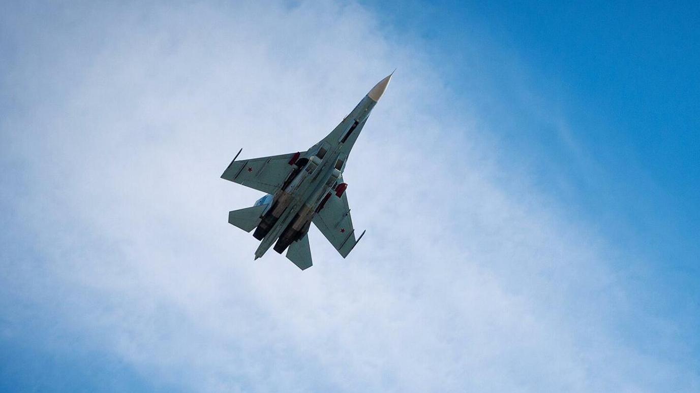 俄苏-27战机在波罗的海空域拦截美德战机