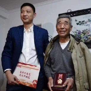 暖!92岁老兵在颐和园丢失抗美援朝纪念章后,获赠一枚新奖章
