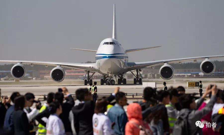 △ 2019年5月13日,中国国际航空公司的747-8试飞飞机抵达大兴机场,通过滑行道停入机位。拍照 / 新京报记者陶冉
