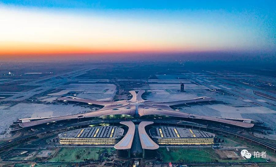 △ 2019年1月21日,早晨,正在建立的大兴机场。拍照 /新京报记者陶冉