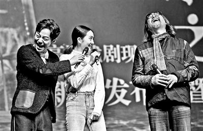 """乌镇戏剧节的聚会又回来了!赖声川何炅与多多共""""著""""《水中之书》"""