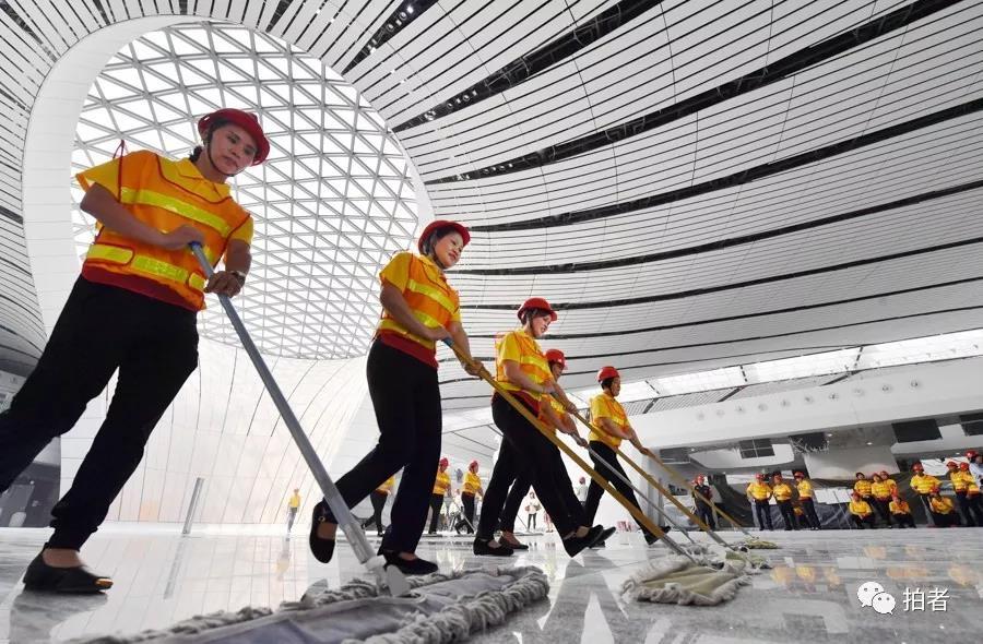 △ 2019年6月18日,大兴 站场航机楼。拓荒保洁事情周全最先。拍照 /新京报记者李木易