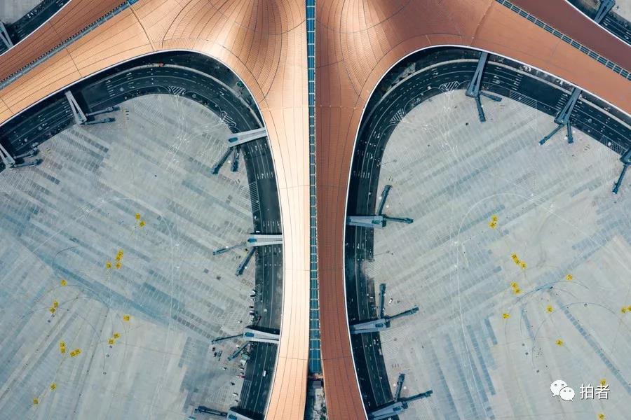 △ 2019年6月28日,建立完成的航站楼和廊桥。拍照 /新京报记者陶冉