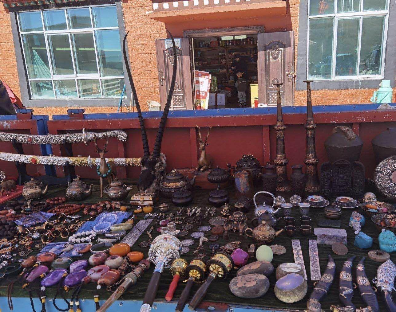 西藏一景区商贩卖疑似藏羚羊头骨,警方立案调查图片