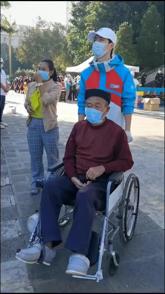 韩红夸王一博流量配得上正能量,还分享了王一博做公益的细节