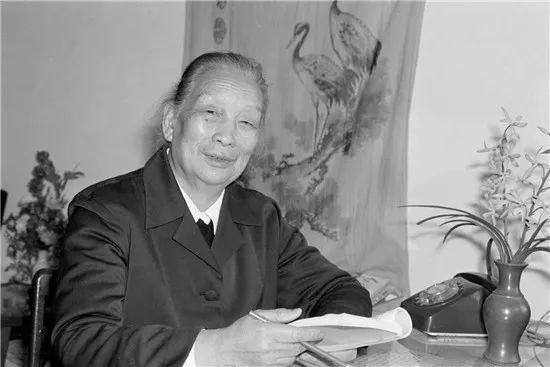 新中国首位女省委书记,两位开国中将的救命恩人,一生廉洁奉公
