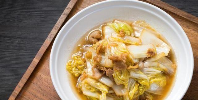 炒白菜好吃的诀窍,掌握3个小技巧,白菜脆爽入味,拿肉都不换