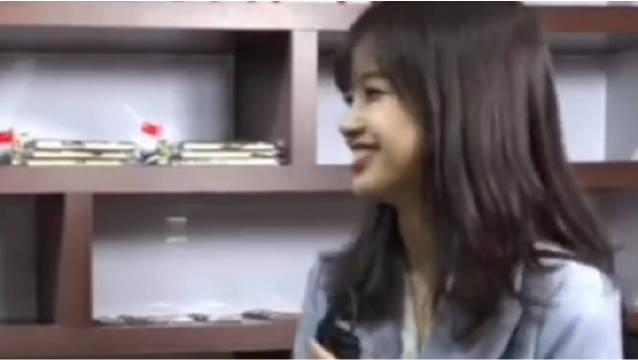 记者王冰冰直播,太有学姐的感觉了!看起来是学霸的样子