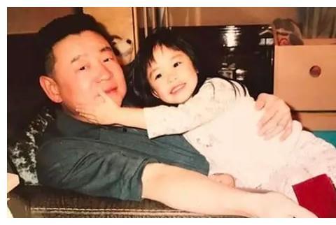 刘銮雄女儿18岁生日,开派对庆祝,短发造型被赞:很有旺夫相